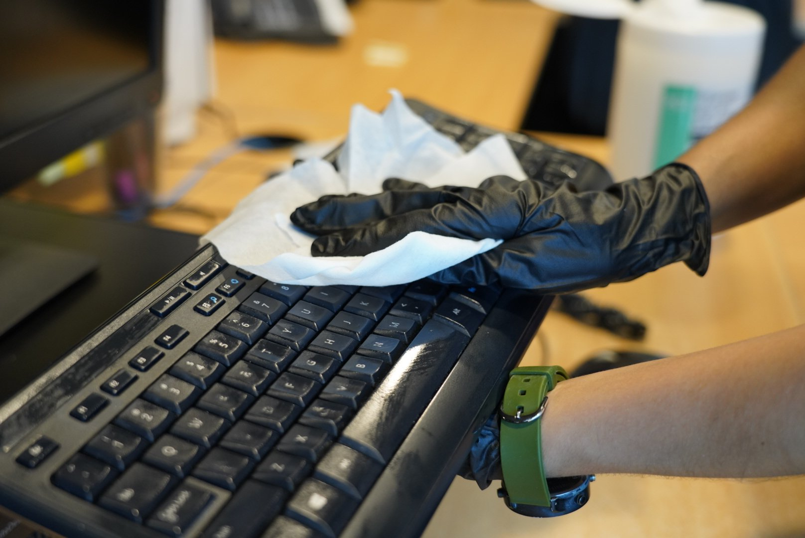 covid-cleaning-office-keyboard